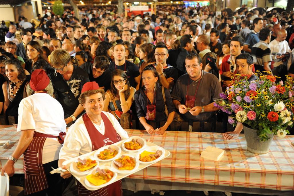 Festival Sagre Asti - stand cibo e pubblico