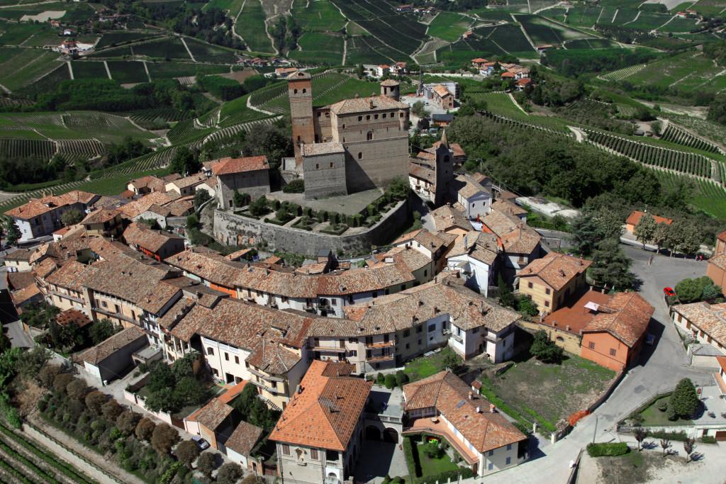 Langhe - Il villaggio di Serralunga d'Alba - foto di Silvia Muratore SiTI, Torino