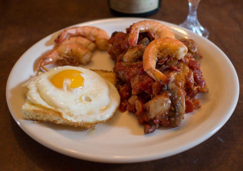 Il pollo alla Marengo è un piatto alessandrino inventato dal cuoco dell'esercito francese per Napoleone Bonaparte