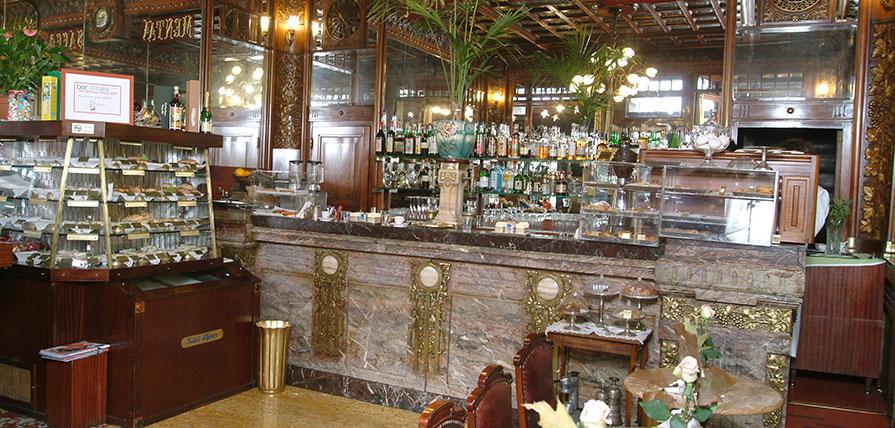 L'interno del Caffè Mulassano, locale che si trova sotto i portici di piazza Castello