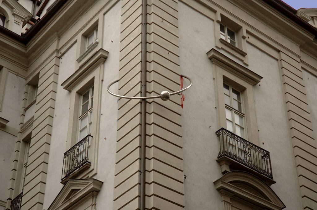 """Palazzo Urbani, ovvero """"la casa con il piercing"""", in via Palazzo di Città"""