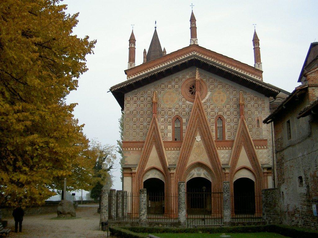 La bella facciata gotica della chiesa di Sant'Antonio Ranverso