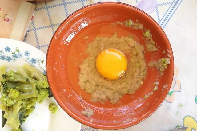Un uovo è d'obbligo per il gran finale della bagna cauda