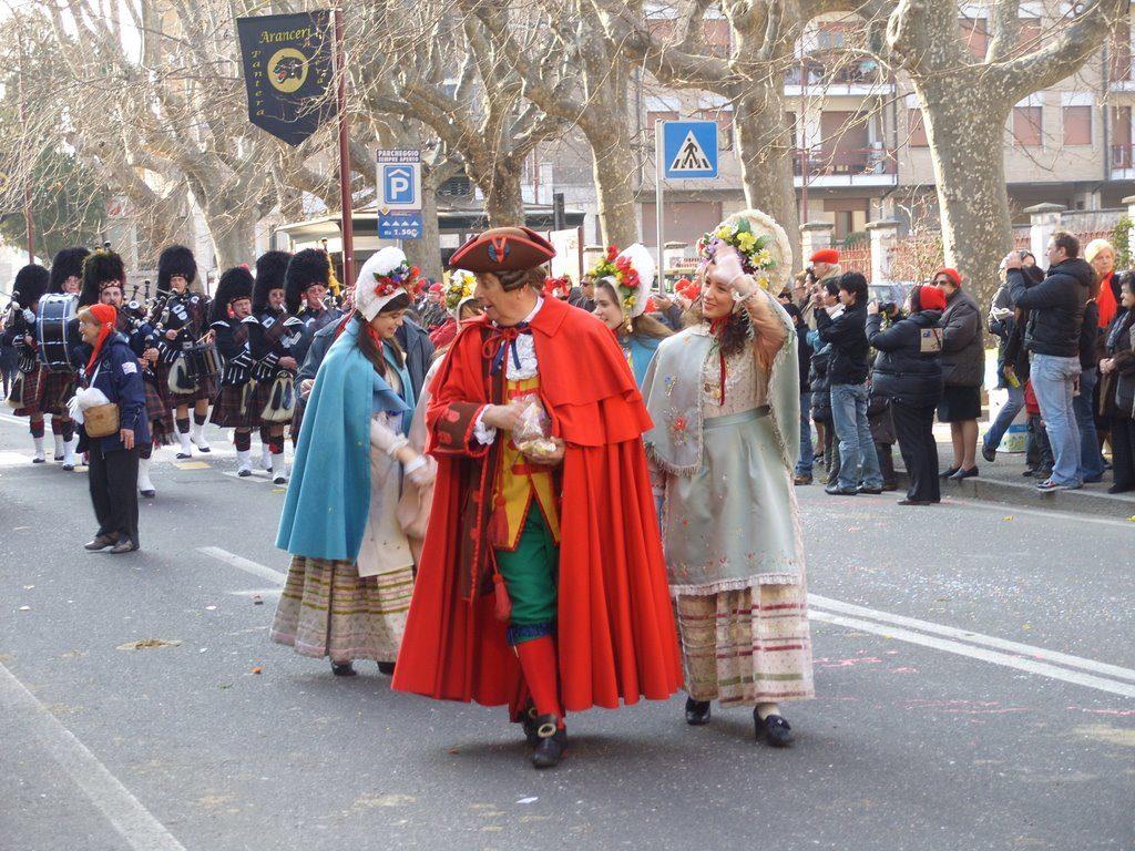 Gianduja e Giacometta in un'immagine del Carnevale in passato