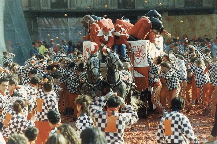 La Battaglia delle arance che caratterizza il Carnevale di Ivrea