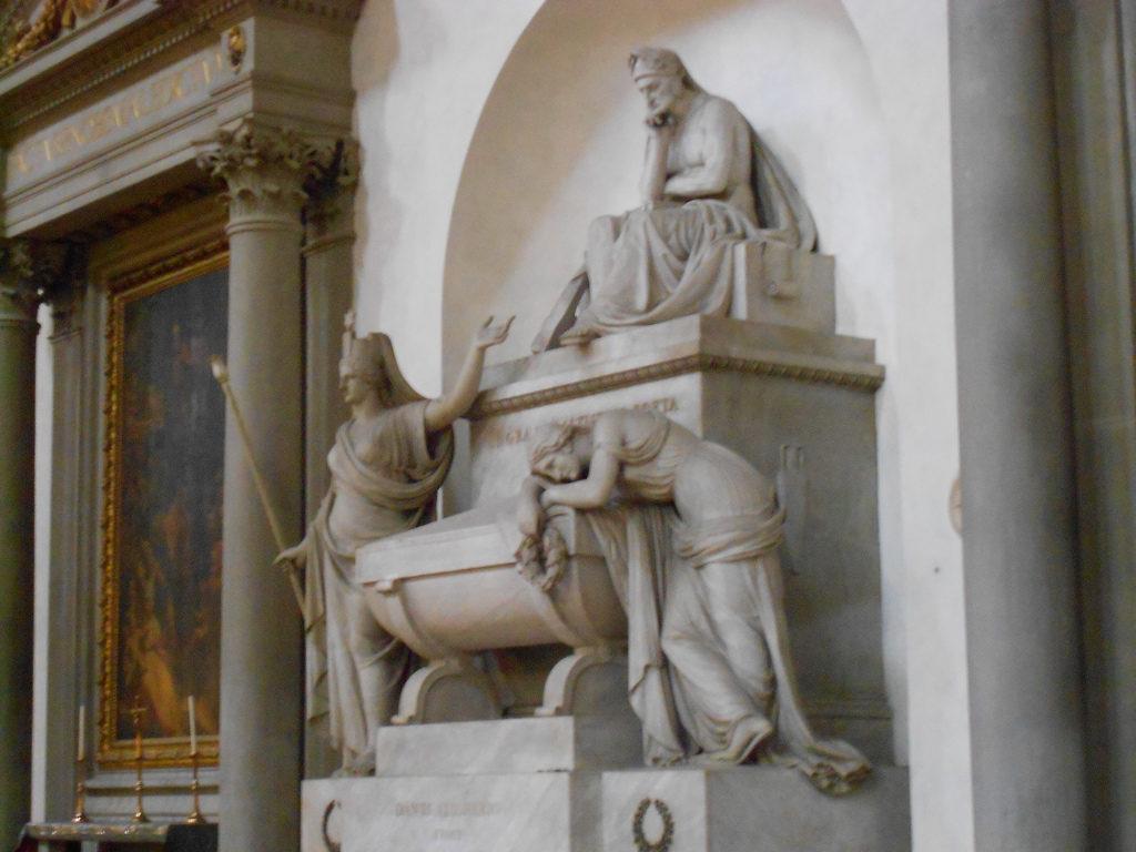 Il monumento funebre di Vittorio Alfieri realizzato da Antonio Canova nella chiesa di Santa Croce a Firenze