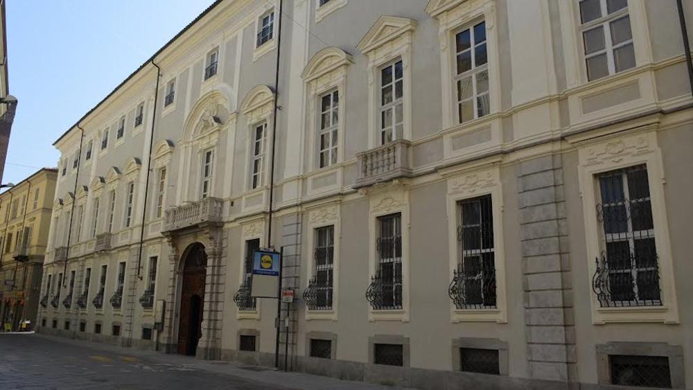 La facciata di Palazzo Ottolenghi in corso Alfieri