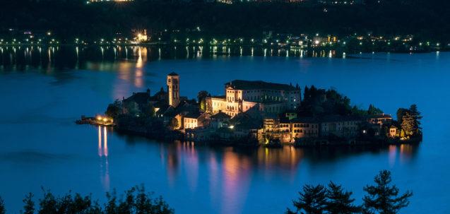 L'isola di San Giulio al Lago d'Orta - Prenota un Hotel con Booking Piemonte