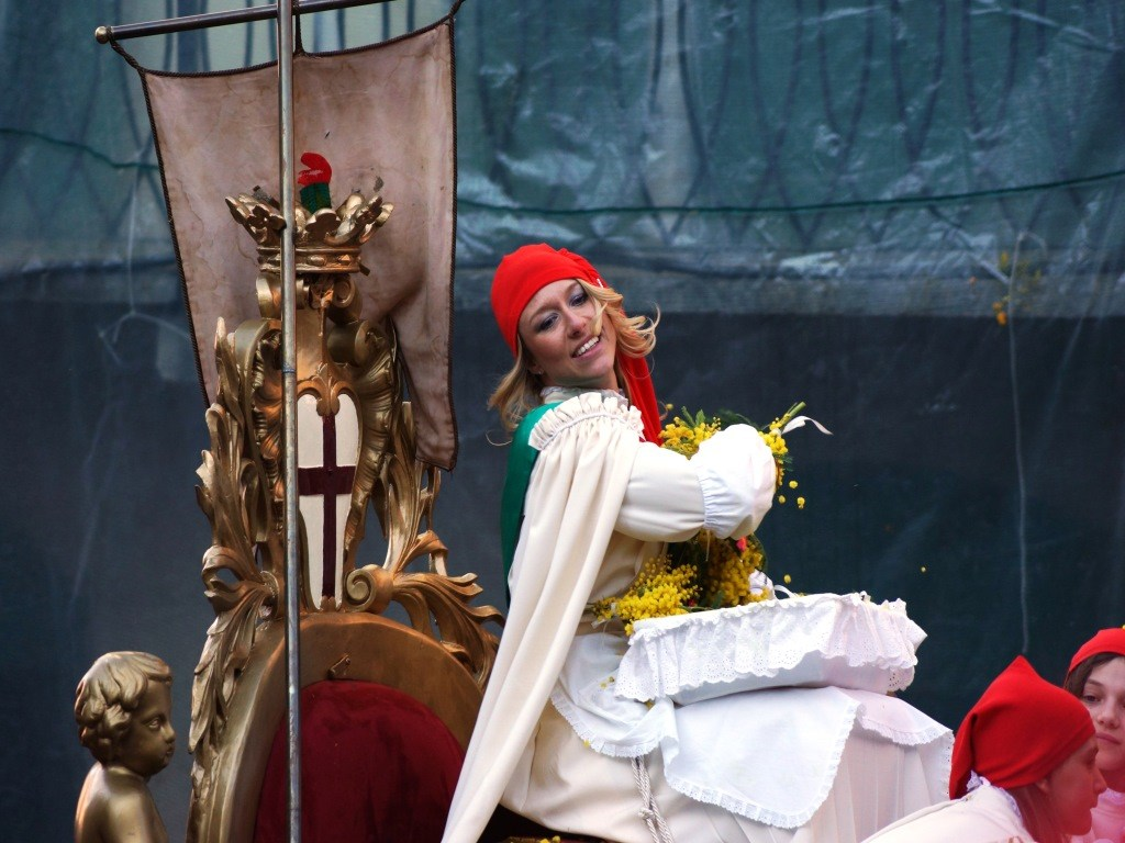 La Mugnaia - Carnevale di Ivrea - booking piemonte