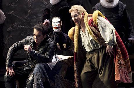 Il Teatro Regio e i costumi di scena